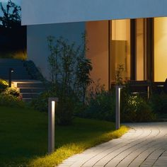 LED garden and pathway luminaires