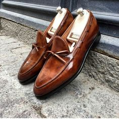 """gabucci: """"A new pair of string loafers, De Sica, from the magicians at Bontoni. A patina unlike any other. Slip On Dress Shoes, Brown Dress Shoes, Leather Dress Shoes, Men's Shoes, Shoe Boots, Saint Crispin, Gentleman Shoes, Herren Style, Wingtip Shoes"""