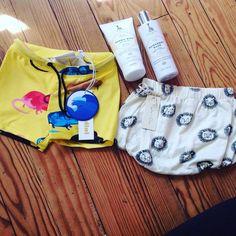 Quel plaisir de recevoir ces petites choses en rentrant de vacances, merci @smallable_store  #babyboys #fashion #lifestyles #minirodini #ryleeandcru #sophielagirafe #smallable #mummyson  #Regram via @lily2913