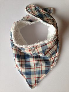 Bundles and Buttons: Dribble bibs DIY with free pattern