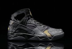 """#Nike Air Flight #Huarache #Premium – Black / Metallic Gold """"Trash Talking Draped in Black for the majority of its upper, comprised of leather and neoprene, the classic '90s basketball silhouette receives complimenting accents of #Metallic Gold, as seen on the lower vamp, tongue and rear.  Further detailed with subtle """"trash talk"""" motif embossed throughout in tonal hues – symbolizing the atmosphere that surrounds basketball courts around the world"""