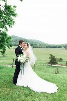 must have wedding photos, fit and flare wedding dress from organic Maryland Tent wedding by Sincereli Photography