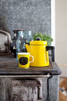 Finel Pehtoori, Marimekko and Riihimäki glass from Finland. Do It Yourself Inspiration, Yellow Cottage, Kitchenware, Tableware, Mellow Yellow, Grey Yellow, Bright Yellow, Marimekko, Happy Colors