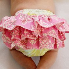 TIPS/SEWING RELATED - Sew a regular or ruffled diaper cover with this ruffled diaper cover pattern. This is a sewing pattern to make your own ruffled diaper covers. The ruffles are optional, so you could easily make this d Baby Bloomers Pattern, Diaper Cover Pattern, Ruffle Diaper Covers, Baby Sewing Projects, Sewing For Kids, Sewing Tips, Sewing Tutorials, Sewing Ideas, Baby Outfits