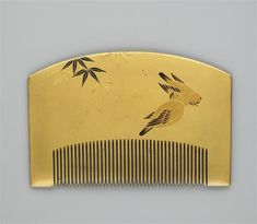 taishou-kun:  Rounded comb lacquered with sparrows and bamboo decor - Japan - XIX century Source : Musée Guimet, Paris