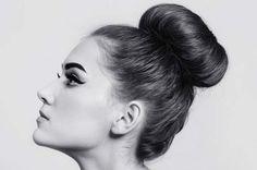 En 2015, le #chignon #bun est à l'honneur ! #coiffure Tous nos secrets en images pour obtenir un bun qui soit à la fois tendance et qui soit facile à réaliser soi-même....