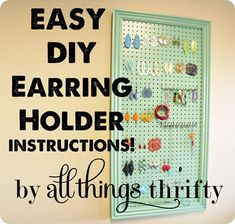 15 DIY-Projekte: Ohrringhalter Source by Diy Earring Holder, Diy Jewelry Holder, Hanging Jewelry Organizer, Diy Jewelry Making, Jewelry Displays, Necklace Holder, Diy Necklace, Homemade Earring Holders, Jewely Organizer