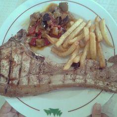 Chuletilla grande o plato pequeño? #Villena #Alicante #Spain #food