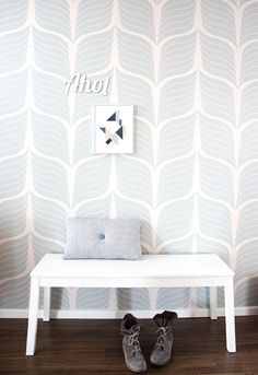 Wall paper or stencil? Either way, I ♡ it.