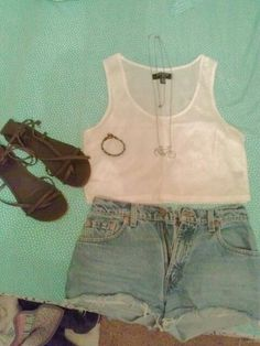 Summer concert outfit- crop top and high waisted shorts with sandals