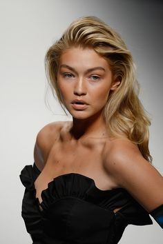 Milan does bombshell beauty like no other city and Gigi Hadid modelled it beautifully at Moschino with her textured blow-dry and sunbaked-bronze makeup. If you want to wear minimal makeup and look super-sexy, this is how. - Cosmopolitan.co.uk