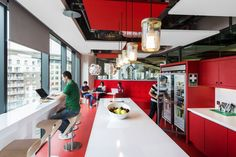 Placing Food At Your Employees' Fingertips + 15 Amazing Cafe Spaces | Turnstone