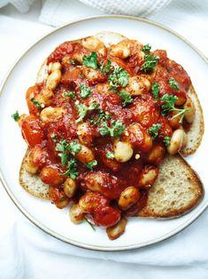 Butter Beans in a Spicy Tomato Sauce – beferox Potato Recipes Crockpot, Vegetarian Crockpot Recipes, Bean Recipes, Vegetable Recipes, Healthy Recipes, Side Dish Recipes, Dinner Recipes, Butter Beans, Butter Sauce