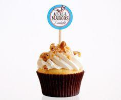 Toppers de vaquinha para docinhos e cupcakes personalizados com nome e idade da criança para festa no tema Fazendinha!