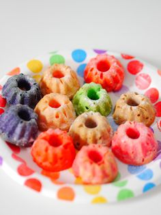 Rezepte für Regenbogenkuchen - Recipes Rainbow Cake #rainbow #rainbowcake #regenbogen #regenbogenkuchen https://www.minimenschlein.de/rezepte/category/kuchen