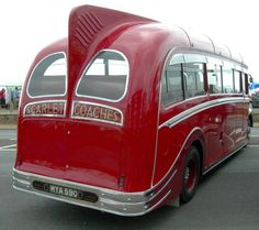 1951 Leyland Comet-Harrington showing 'Dorsal Fin' and 'Pirates Hat' strakes on rear wheel arches. Old Trucks, Pickup Trucks, Bedford Buses, Vintage Cars, Antique Cars, Old School Bus, Routemaster, Bus Coach, Automobile