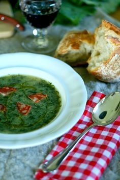 Caldo Verde, Portugal, Suppe Learn Portuguese, Portuguese Recipes, Portuguese Food, Grilled Sardines, Souped Up, National Dish, Diy Food, Palak Paneer, Soup Recipes