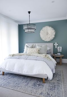Pretty beach bedroom with teal walls, white bedding and pale grey accessories. Love the white juju hat against the darker teal walls. Master Bedroom Color Schemes, Bedroom Decor, Teal Bedroom, Feature Wall Bedroom, Bedroom Interior, Master Bedroom Colors, Teal Bedroom Walls, Guest Bedrooms, Bedroom Wall