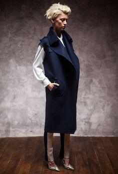 Kateřina Geislerová - Modely inspirované ženou, materiálem a pohybem Normcore, Style, Fashion, Swag, Moda, Fashion Styles, Fashion Illustrations, Outfits