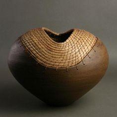 sarycheva_s: Два в одном: керамика и плетение из сосновых игл!