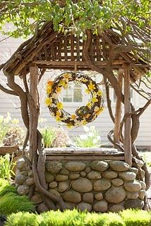 soooooo love this little well and all the vine on it...ohhhh love it!!!!