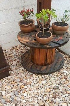 Recycled Planters, Recycled Pallets, Wooden Pallets, Wooden Spool Crafts, Wooden Diy, Diy Wood Projects, Garden Projects, Wood Spool Furniture, Ideas Para Decorar Jardines