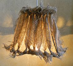 strips of burlap tied onto the wire edges of a shade.a little too shabby for me, but I can work with the idea. Burlap Lampshade, Burlap Fabric, Burlap Lace, Hessian, Burlap Projects, Burlap Crafts, Diy Projects To Try, Upcycled Crafts, Recycled Art