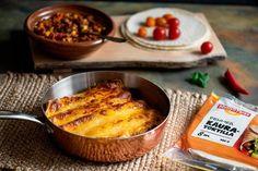 Kuka voisi vastustaa herkullisia enchiladaksia, täytettyä tortillarullia juustokuorrutteella? Ihanaa viikonloppuruokaa, jonka täytteissä voit käyttää mielikuvitustasi. Jauhelihan tilalla voit käyttää myös broileria, kasviksia tai kasviproteiineja. Quesadilla, Naan, Tex Mex, Enchiladas, Mozzarella, Cheddar, Cornbread, Mashed Potatoes, French Toast