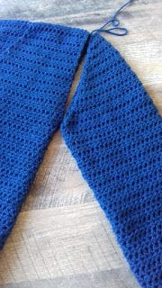 Haken & Maken: Wintervest haken Knitting Yarn Diy, Crochet Scarves, Crochet Clothes, Crochet Cardigan Pattern, Crochet Stitches, Crochet Projects, Crochet Top, Weaving, Embroidery
