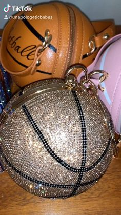 Luxury Purses, Luxury Bags, Accesorios Casual, Cute Purses, Cute Bags, Cute Jewelry, Luxury Jewelry, Purses And Handbags, Fashion Bags