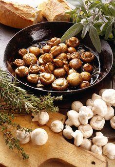 Pilzpfanne mit Kräutern der Provence | http://eatsmarter.de/rezepte/pilzpfanne-mit-kraeutern-der-provence