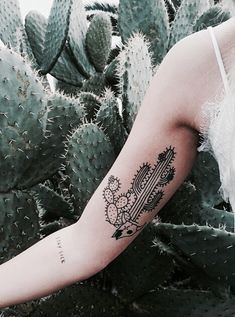 10 Awesome Succulent Tattoo Ideas For People Who Are Crazy About Succulents Retro Tattoos, Bad Tattoos, Little Tattoos, Mini Tattoos, Cute Tattoos, Body Art Tattoos, Sleeve Tattoos, Tatoos, Amazing Tattoos