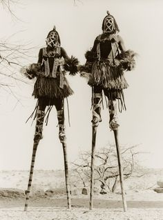 hushaby: vintage everyday: Funny Vintage Photos Show That Walking with Stilts May Be One of the Favorite Moving Styles in the Past photos funny M∆TRIX BOT∆NIC∆ Funny Vintage Photos, Vintage Humor, Dark Fantasy, Charles Freger, Illustration Photo, Afrique Art, Art Premier, Tribal People, Arte Popular