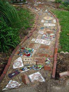 DIY personalize your garden :) beautiful!