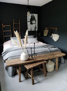 donkere slaapkamers, bedroom with dark walls, cosy bedroom, gezellige slaapkamer Cozy Bedroom, Bedroom Inspo, Bedroom Wall, Bedroom Decor, Bedroom Black, Bedroom Inspiration, Design Inspiration, Interior Desing, Teenage Room