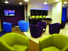 This funky modern office space can be found in a fabulous landmark tower in Colmore Circus Parkway in Birmingham. Office Makeover, Old Quotes, Cool Chairs, Office Designs, Office Ideas, Clean Design, Office Interiors, Birmingham, Color Splash