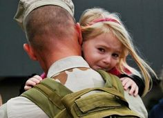 This tares me up... <3 Love our troops and love our Daddys