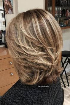 These Short Hairstyles Flatter At Any Age: Lots of Layers