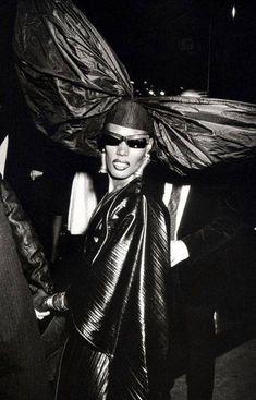 From Diana Ross and Bianca Jagger to Grace Jones, Jerry Hall and Kate Moss… Grace Jones, Studio 54 Fashion, Fashion Mode, Girl Fashion, Bianca Jagger, Toni Garrn, Diana Ross, Vogue Paris, Punk