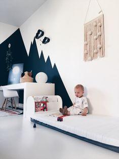 Met Lex in de grote jongenskamer van Vince Nursery Decor, Wall Decor, Room Decor, Baby Boy Rooms, Baby Room, Tidy Books, Kidsroom, Kids Decor, Toddler Bed