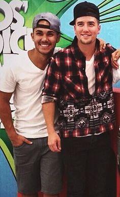 Carlos Pena & Logan Henderson... Awwwwwwwww♥