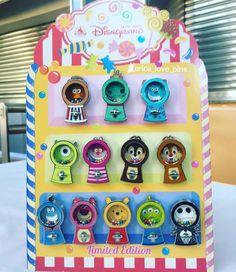 Disney Pins Sets, Disney Trading Pins, Disney Souvenirs, Disney Trips, Cute Disney, Disney Art, Disney Stuff, Broches Disney, Disney Pin Collections