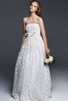 Fashionista brides won't be able to resist the Max Mara wedding collection. It is full of wedding dresses for brides that they won't be able to resist Minimalist Wedding Dresses, Classic Wedding Dress, Perfect Wedding Dress, Elegant Bride, Beautiful Bride, Luxe Wedding, Wedding Gowns, Max Mara Bridal, 2018 Wedding Trends