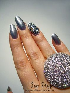 ZigiZtyle: New Year's Bling Bling Nails