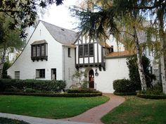 house in Palo Alto built in late 1920's designed by architect Charles Kaiser Sumner