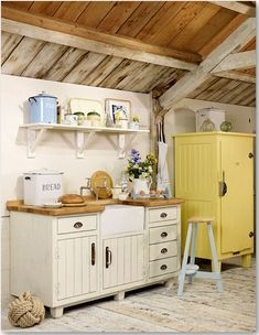 this kitchen looks so cozy! <3