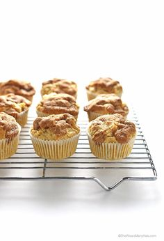 Apple Cinnamon Muffins Recipe with a Cinnamon Crunch Topping shewearsmanyhats.com