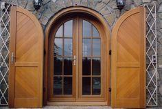 rusztikus íves bejárati ajtó, spalettável