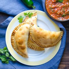 This Smoky Turkey Empanadas recipe is a great hand-held snack, perfect for tailgating. Make your own pastry or buy prepared empanada crusts in the freezer section. Healthy Food Blogs, Good Healthy Recipes, Unique Recipes, Ethnic Recipes, Pork Empanadas, Empanadas Recipe, Healthy Ground Turkey, Ground Turkey Recipes, Frozen Pastry