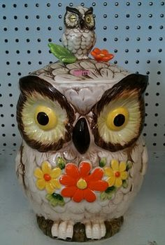 An owl cookie/pet treat jar - Beautiful! Disney Cookies, Owl Cookies, Cute Cookies, Cookies Et Biscuits, Vintage Owl, Vintage Tins, Kitsch, Jar Jar, Antique Cookie Jars